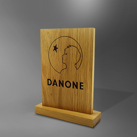 Trophee-danone-en-bois-marquage-découpe-sur-mesure-fabriqué-France-slider