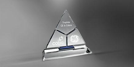 Trophee-lazulli-cristal-piramidale-marquage-laser-slider