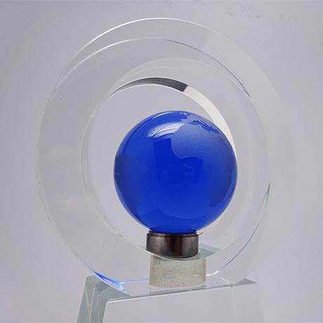 Trophée-verre-marquage-laser-verrebleu-mappemonde-cers