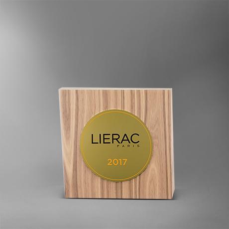 trophée-lierac-bois-plaque-medaillecollée-laser-impression-couleur-popup2